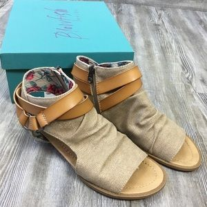 NWT Blowfish Basso Sand Side ZIP Wedge Sandals